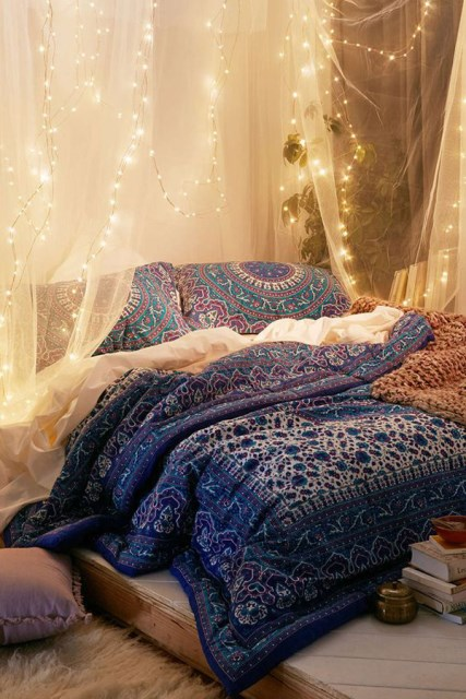 22 diy-string-lights-in-the-bedroom (14)