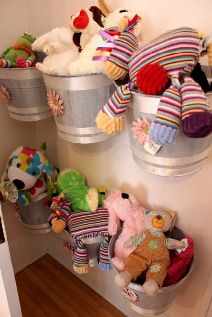 22 surprisingly diy-ideas-to-store-the-toys-for-kids (11)