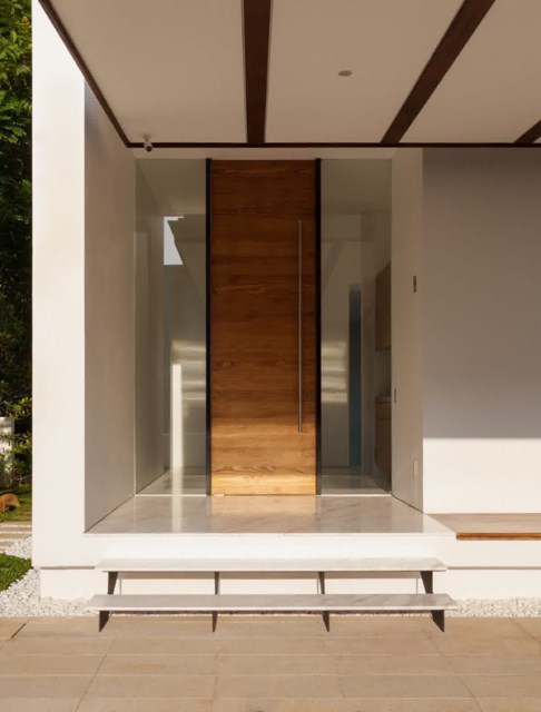 25 modern-front-door-with-wood-accents (16)