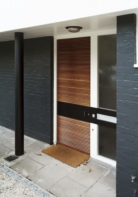 25 modern-front-door-with-wood-accents (20)