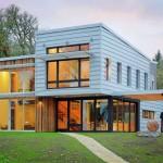 บ้านโมเดิร์นขนาดกลาง สวยงามในรูปทรงและสีสัน จากวัสดุรีไซเคิล