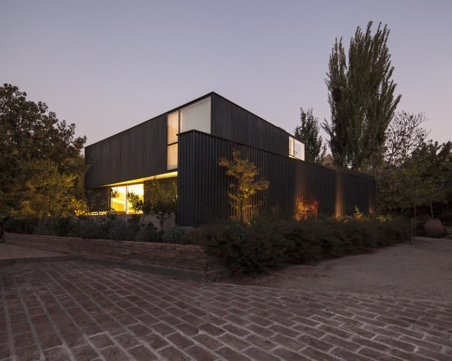 Modern home mixture of wood  brick and glass (4)