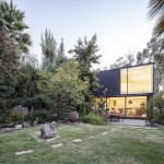 บ้านโมเดิร์น ดีไซน์รูปทรงกล่อง ผสมงานไม้ อิฐ และกระจก ท่ามกลางสวนป่า