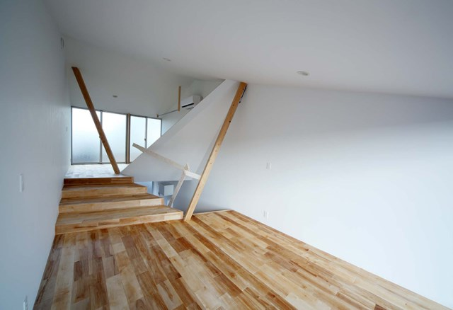 Narrow House with frosted glass (10)
