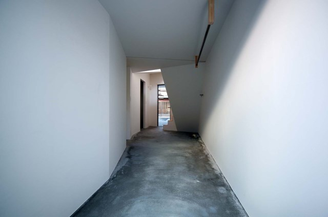 Narrow House with frosted glass (12)