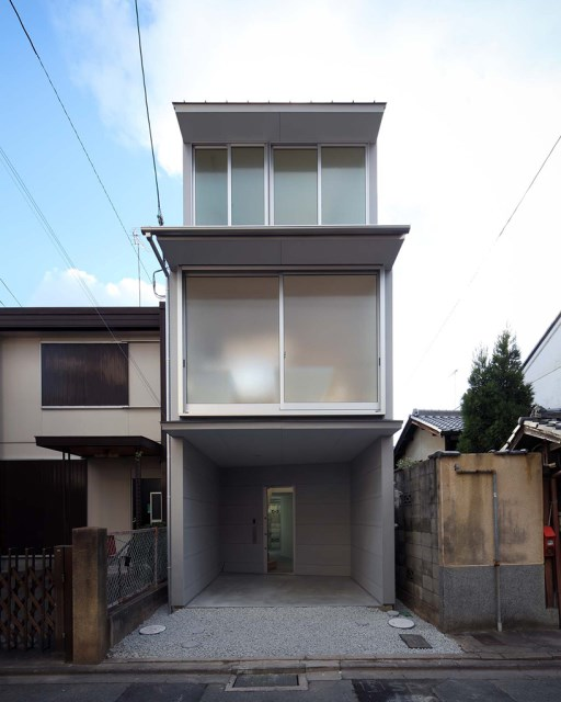 Narrow House with frosted glass (4)