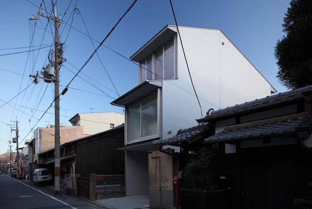 Narrow House with frosted glass (5)