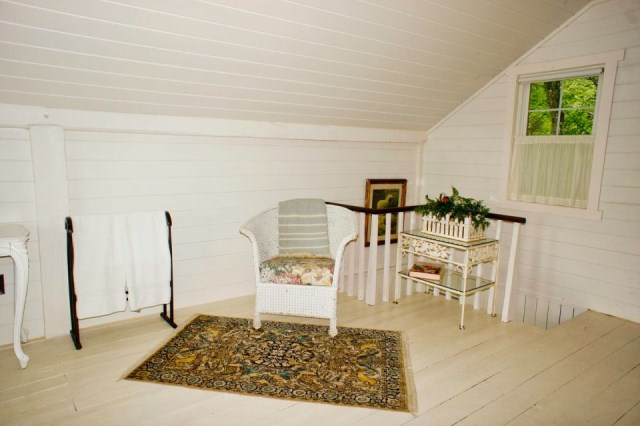 Renovate house two-story cottage Style (11)