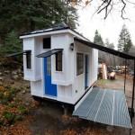 บ้านไม้เคบินขนาดเล็ก กะทัดรัด พร้อมชั้นลอย ตกแต่งแบบอบอุ่น