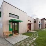 บ้านโมเดิร์นขนาดเล็กกะทัดรัด ดีไซน์แบบแยกหลัง วัสดุจากไม้ เหมาะกับทำเป็นรีสอร์ท