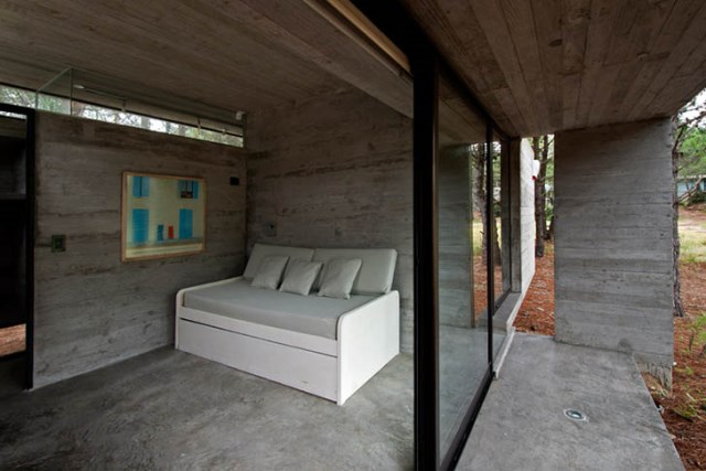 concrete-home to-the-surrounding-forest (7)