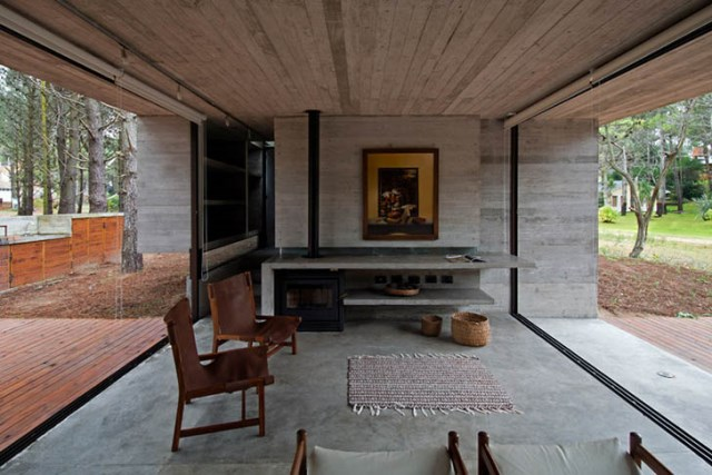 concrete-home to-the-surrounding-forest (8)