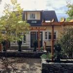 บ้านเดี่ยวสไตล์คอทเทจ ตกแต่งไปพร้อมสวนสวย ให้กลิ่นอายแบบย้อนยุค