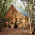 แบบบ้านกระท่อมไม้ทรงหน้าจั่ว ออกแบบกะทัดรัด ในรูปแบบคันทรี่แสนอบอุ่น