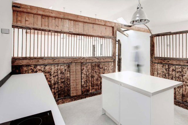 horse stables to modern house (4)