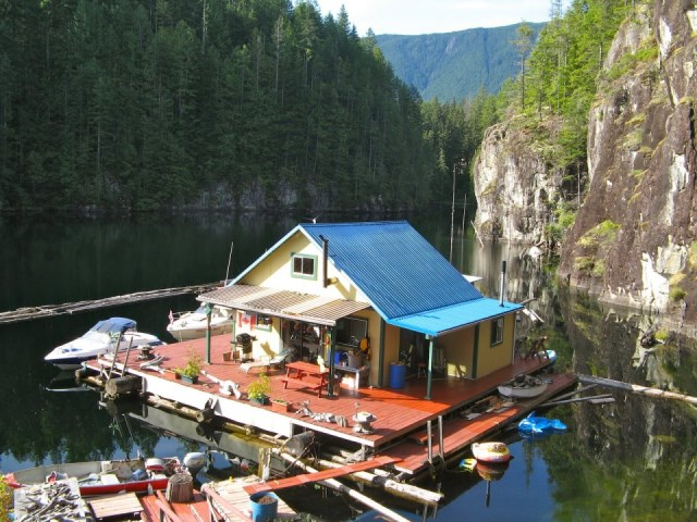 lake floating cabin house (13)