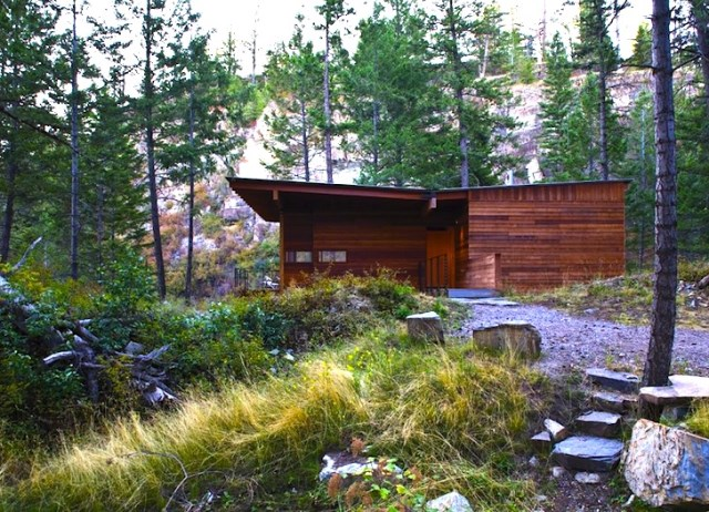 minimalist cabin home on the hills (4)