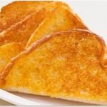 """แจกสูตร """"ขนมปังปิ้งแบบ Sizzler"""" หอมชีส กรอบนอกนุ่มใน ไม่ต้องง้อร้าน"""