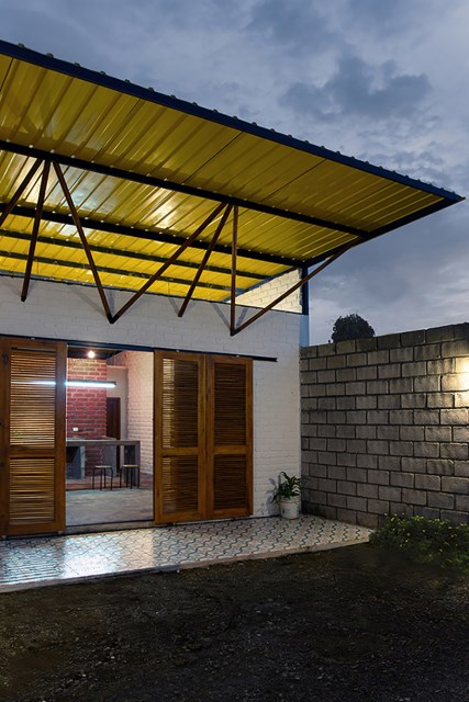 small Modern house material from brick (1)