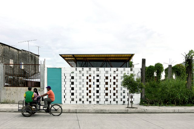 small Modern house material from brick (6)