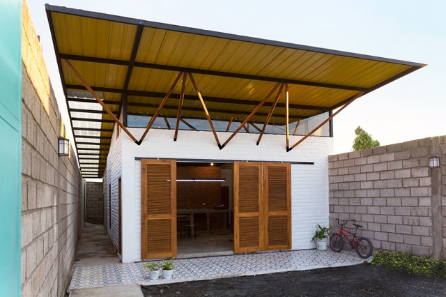 small Modern house material from brick (7)