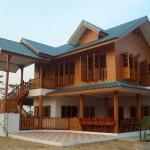 Review : สร้างบ้านไม้ทรงไทยบริเวณชายทุ่ง รายล้อมไปด้วยธรรมชาติ กลางบรรยากาศแบบชนบท