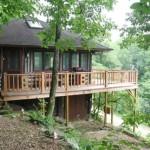บ้านไม้เคบิน ท่ามกลางสวนป่า ตกแต่งให้ได้อารมณ์แบบบ้านตากอากาศ