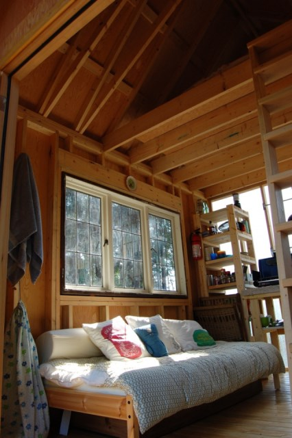 tiny-rustic-cabin (4)