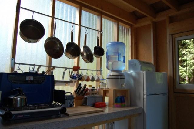 tiny-rustic-cabin (7)