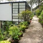 บ้านโมเดิร์นแบบสองชั้น วัสดุเหล็ก กระจก ทันสมัย โปร่งโล่งท่ามกลางสวนธรรมชาติ