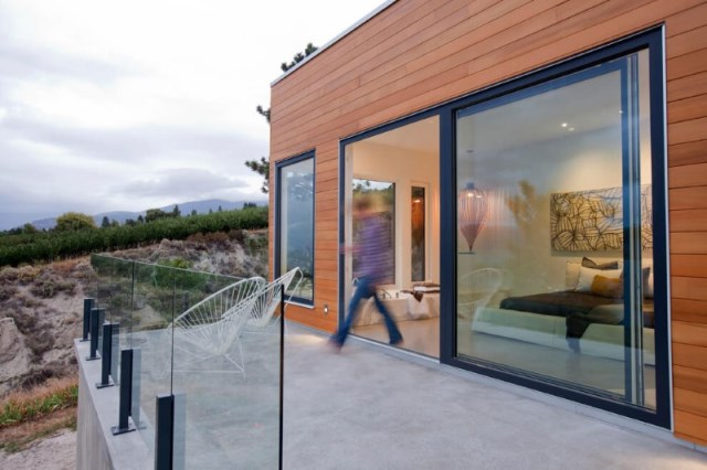 two-storey modern house Decorated with glass and steel (5)