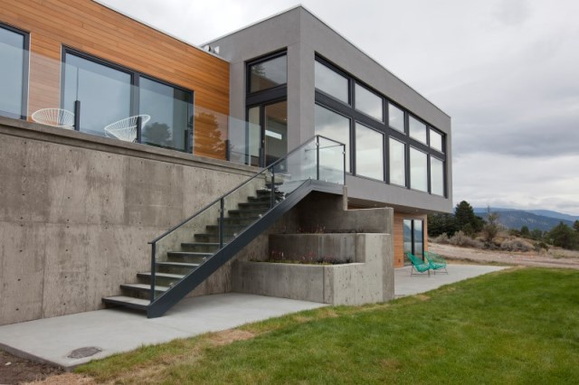 two-storey modern house Decorated with glass and steel (6)