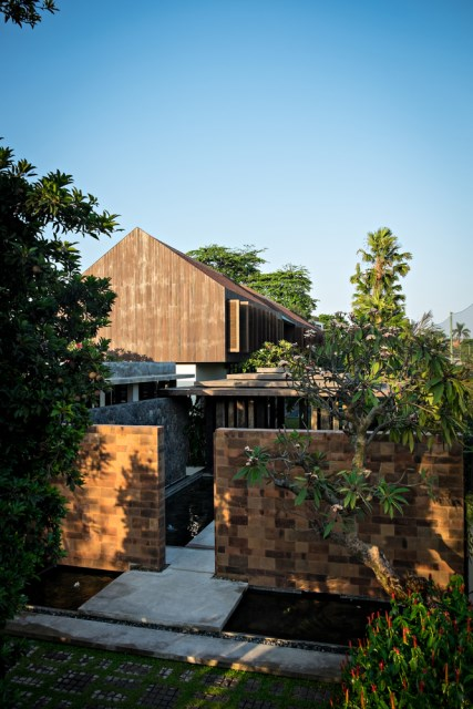 two-story contemporary home with swimming pool (1)