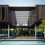บ้านสองชั้นร่วมสมัย ออกแบบให้มีความโปร่งโล่ง มาพร้อมสระว่ายน้ำแบบบ้านวิลล่า