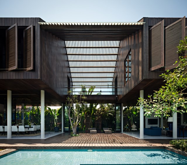 two-story contemporary home with swimming pool (3)