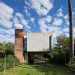 บ้านสองชั้นสไตล์โมเดิร์น วัสดุจากปูนเปลือยและไม้ ให้อารมณ์แบบอาร์ตๆ งานดิบๆ