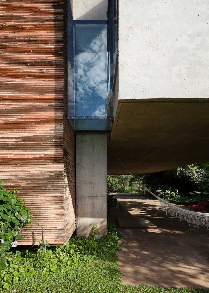 two-story house Modern style Materials from cement and wood (2)