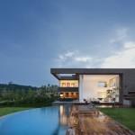 บ้านวิลล่าขนาดใหญ่ ออกแบบร่วมสมัย ให้อารมณ์แบบบ้านโมเดิร์น มาพร้อมสระว่ายน้ำท่ามกลางขุนเขา
