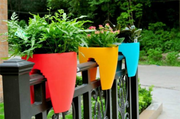 15-flower-pot-designs-of-balcony (14)