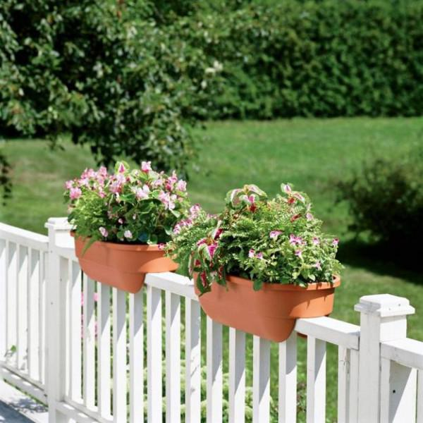 15-flower-pot-designs-of-balcony (3)