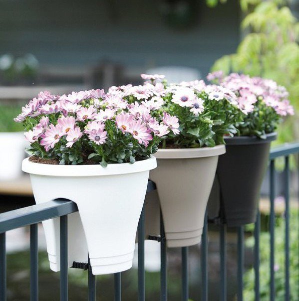 15-flower-pot-designs-of-balcony (9)