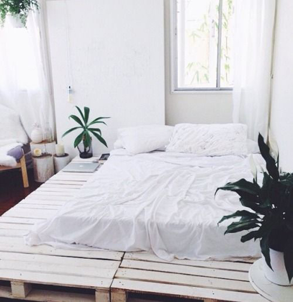 15-simple-diy-bed-frames-with-pallet-boards (13)