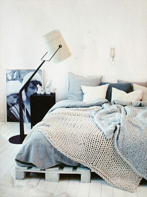 15-simple-diy-bed-frames-with-pallet-boards (7)