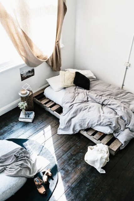 15-simple-diy-bed-frames-with-pallet-boards (8)