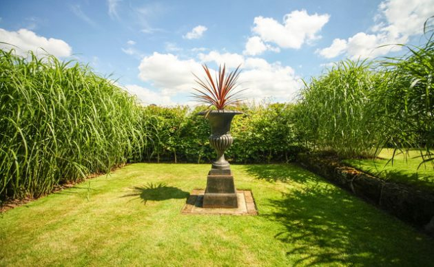 16-attractive-garden-designs-in-country-style (1)