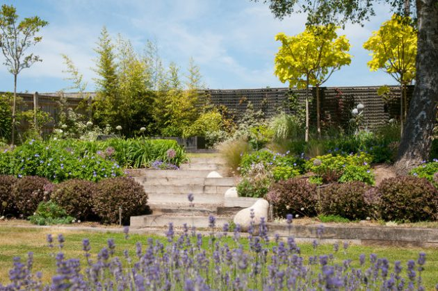 16-attractive-garden-designs-in-country-style (13)