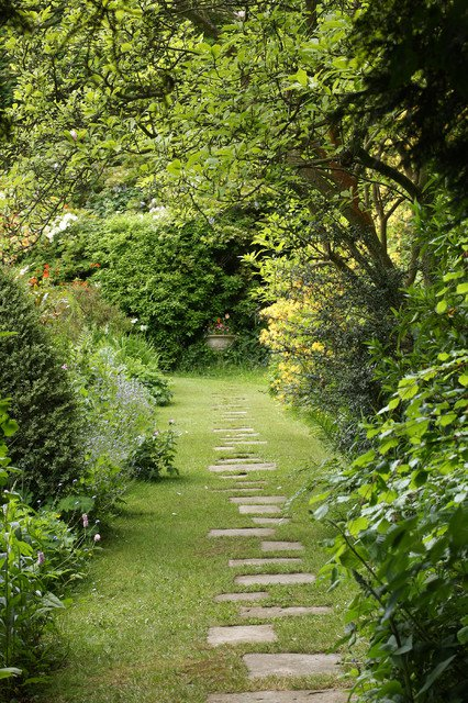 18-creative-garden-path-ideas (14)