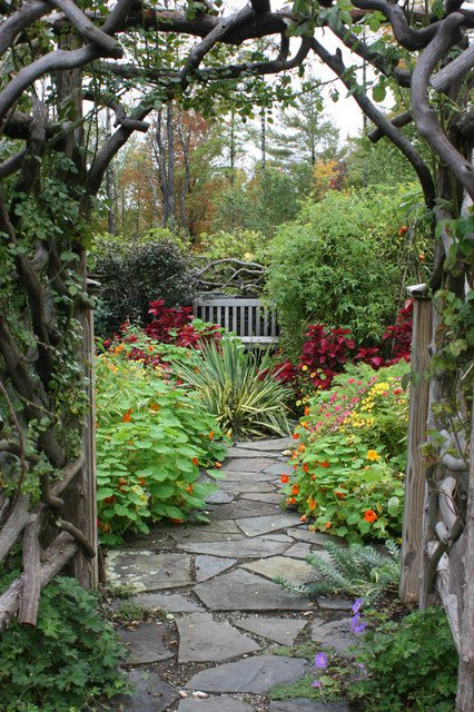 18-creative-garden-path-ideas (15)