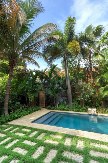 18-landscaping-around-the-swimming-pool (10)