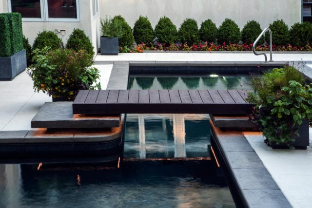 18-landscaping-around-the-swimming-pool (17)
